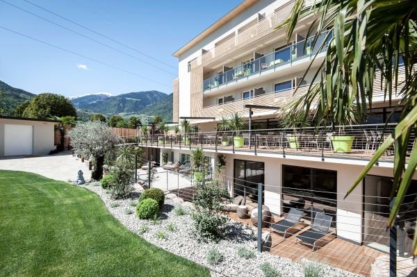Garten Sommer - Hotel bei Meran - Urlaub in Südtirol - Pfeiss - Lana